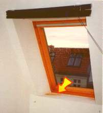 Schimmel am Dachfenster Leibung Velux