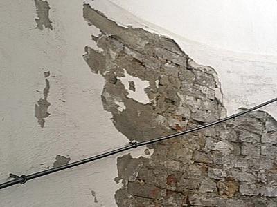 Ausblühungen Keller Mauerwerk Putzabplatzungen-Farbabplatzungen beseitigen
