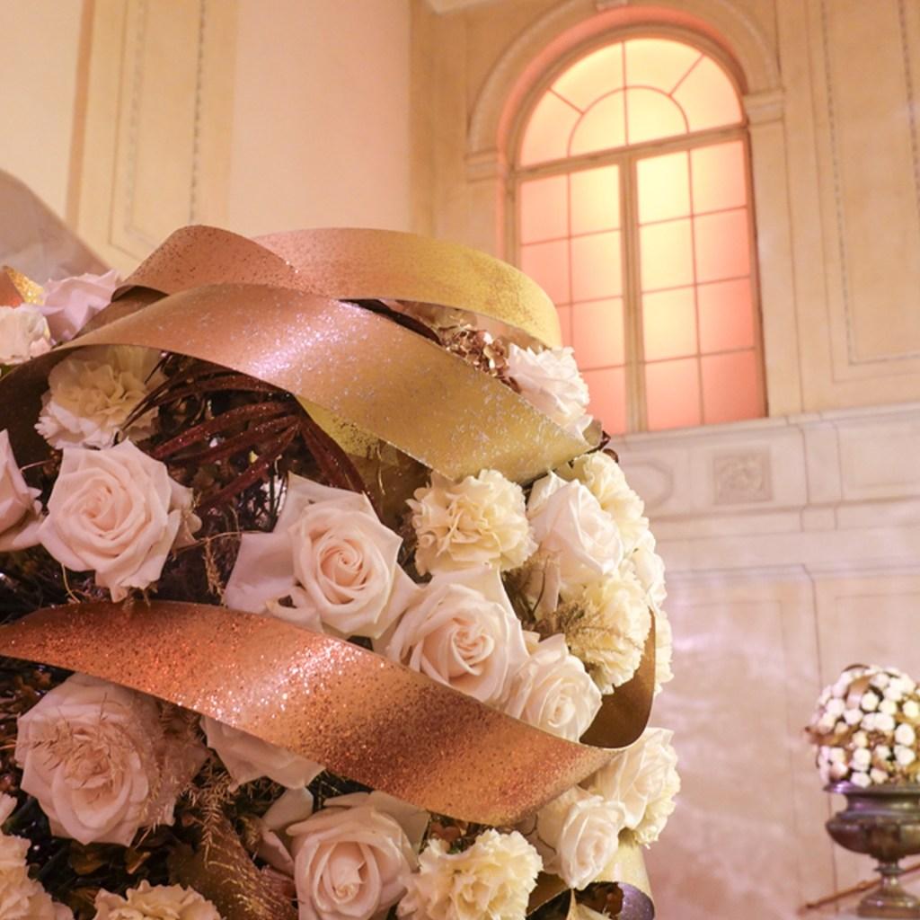Blumenkugel, Rose, weiß. ball