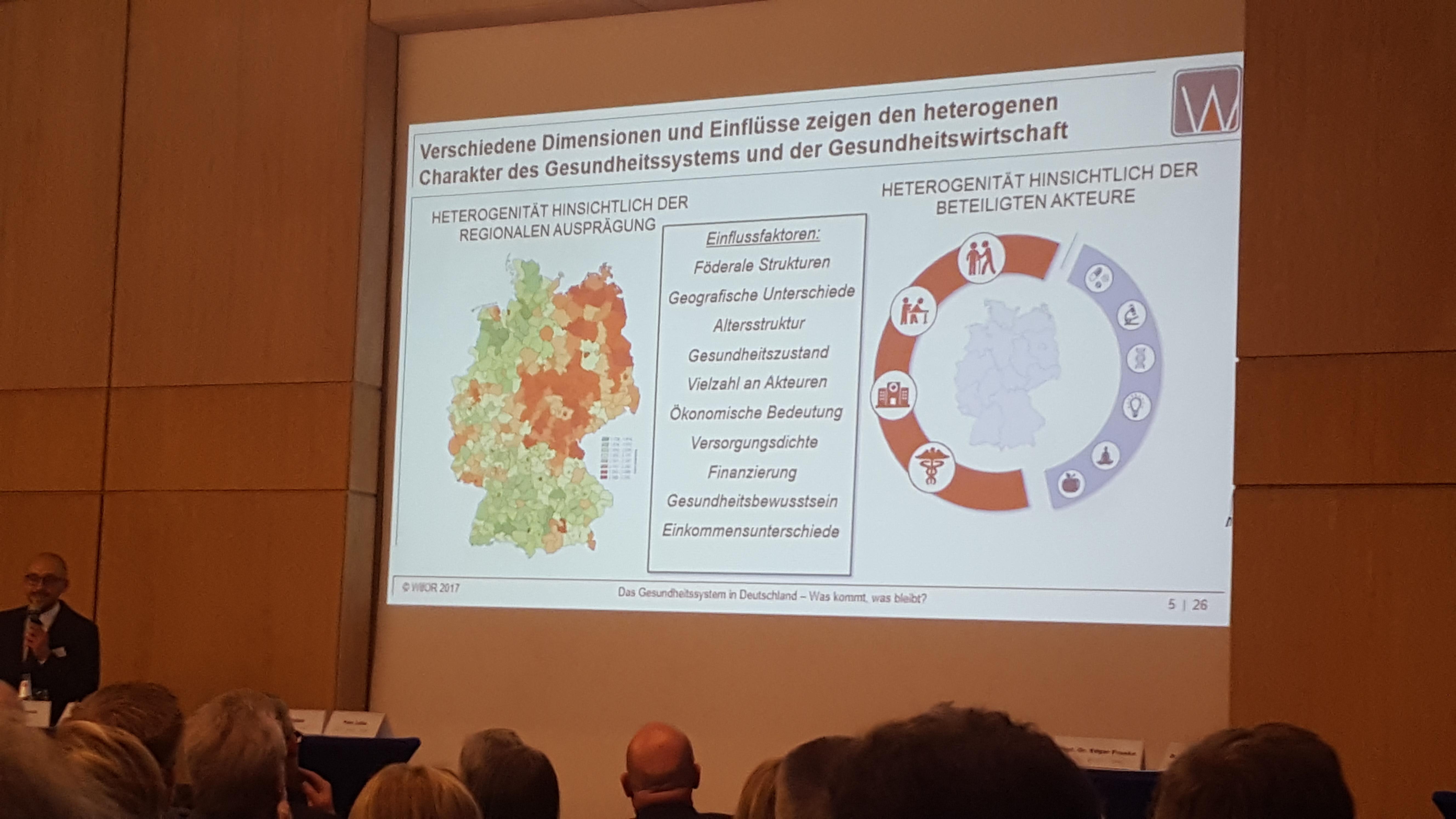 """Baunataler Konferenz zum Thema """"Zukunft der medizinischen Versorgung in ländlich strukturierten Regionen"""" jetzt gerade Impulsvortrag von Benno Legler"""