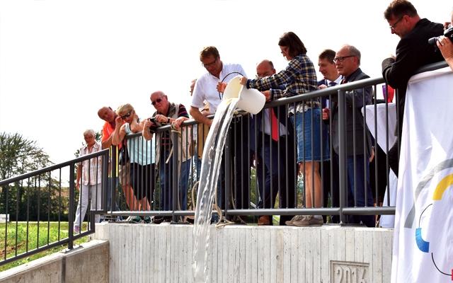 """Feierliche """"Taufe"""" des Hochwasserrückhaltebeckens in Baunatal - die Flutkatastrophe im BaunaTal im Jahr 1992 hat zu dem Konzept geführt"""