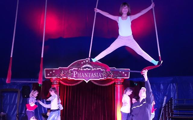 Circus Phantasia in der Brüder-Grimm-Schule – Kids üben eifrig für die Vorstellungen am Freitag und Samstag und freuen sich auf Ihren Besuch