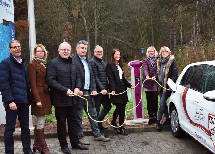 Stadt Baunatal nimmt die fünfte Ladesäule für Elektroautos beim Aquapark in Betrieb