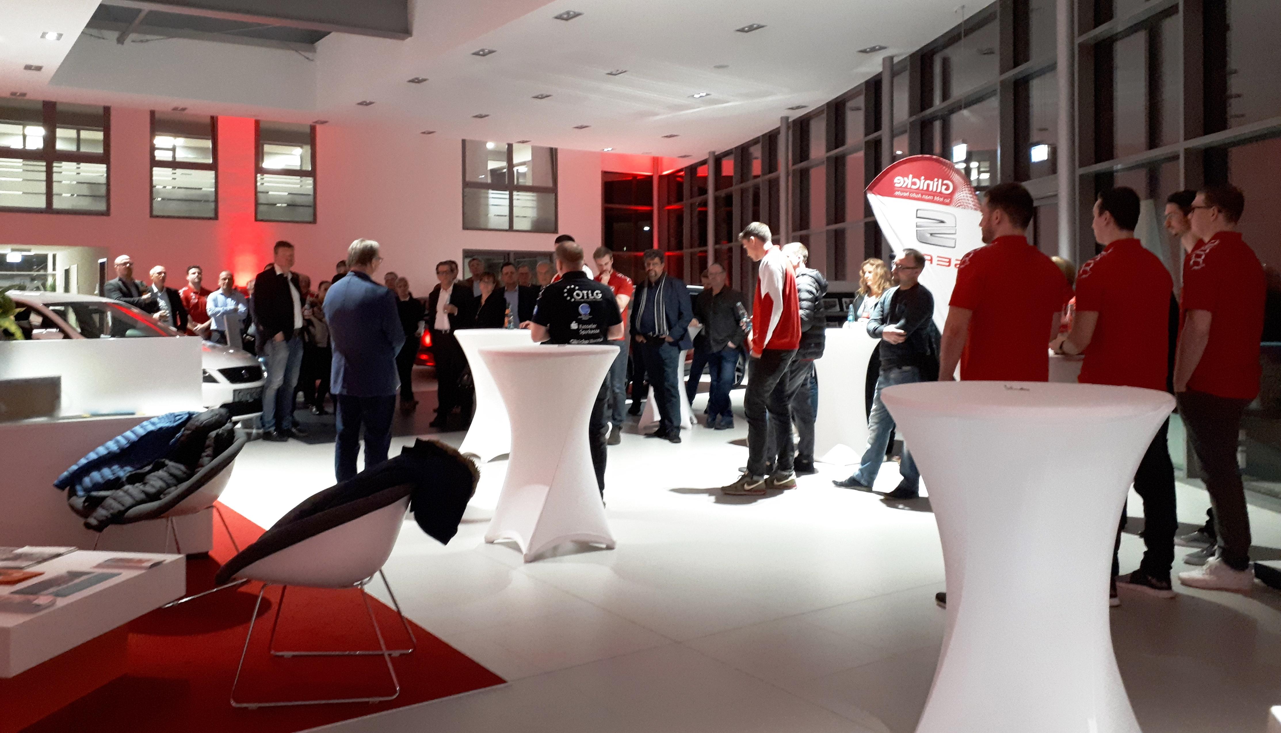Sponsorenabend der Handballer der GSV Eintracht Baunatal in den neuen Räumen vom Autohaus Glinicke in Baunatal.