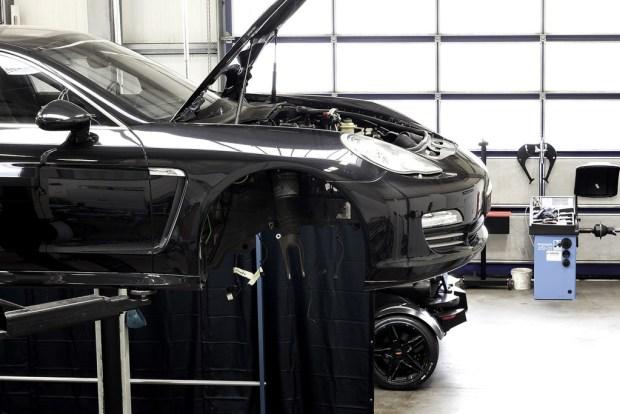 kreisel-Electric-Porsche-Panamera_Enwicklung_Motorhaube-offen_1440