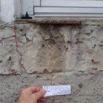 Putzrisse, schräge Risse, Bereich der Fensterbrüstungen