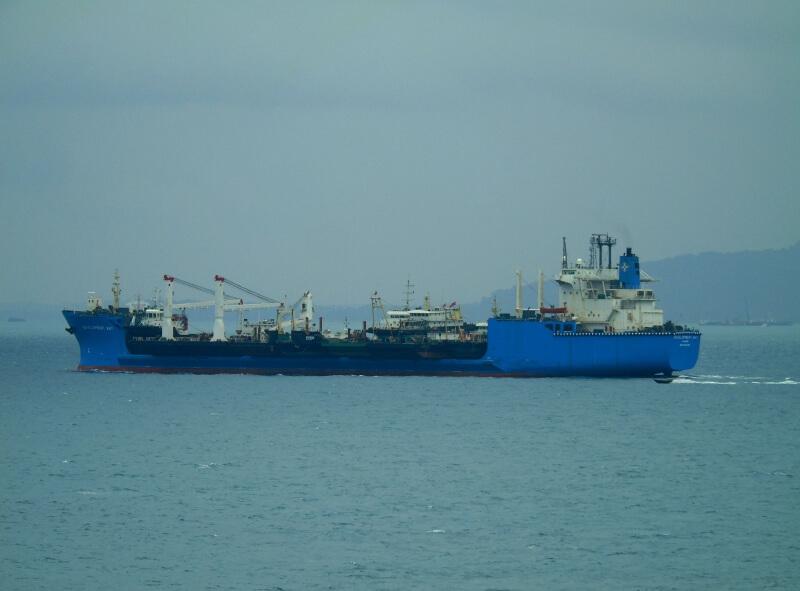 Kineski brod s dijelovima za Pelješki most danima pluta na ulazu u Jadransko more