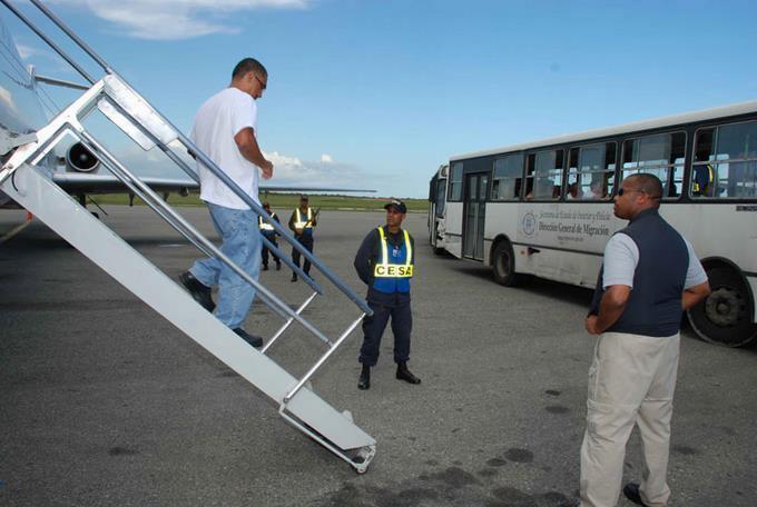 Repatrian 89 dominicanos luego de cumplir condenas en Estados Unidos – Bavarodigital.net