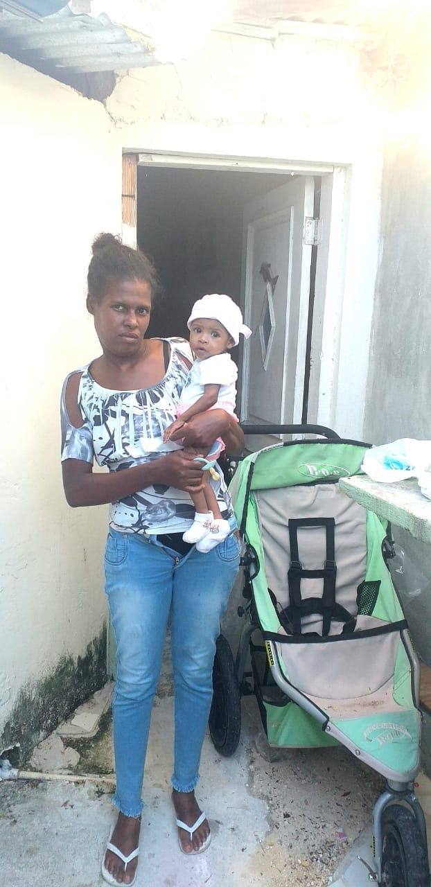 Ayudemos a Delfina: Está sola en Verón, es muda y tiene una bebé de meses desnutrida