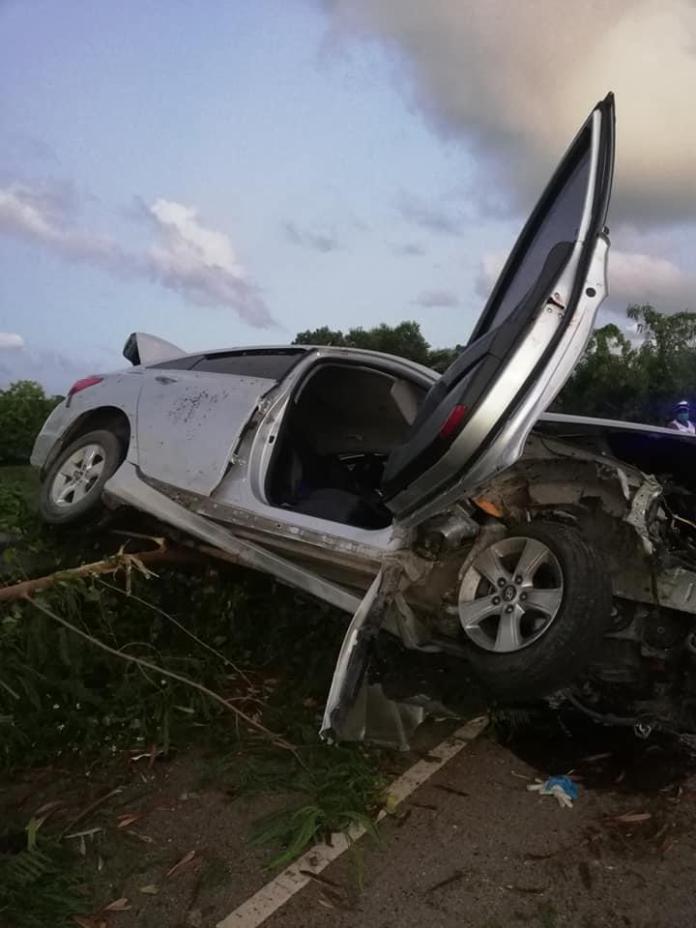(FOTOS): Accidente en vía Uvero Alto-Miches deja un muerto y cuatro heridos