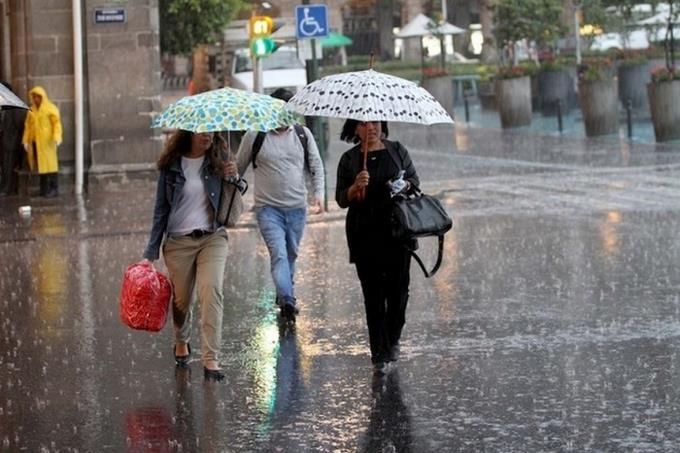 ¡No dejen su paraguas! Lluvias y tronadas por vaguada para hoy