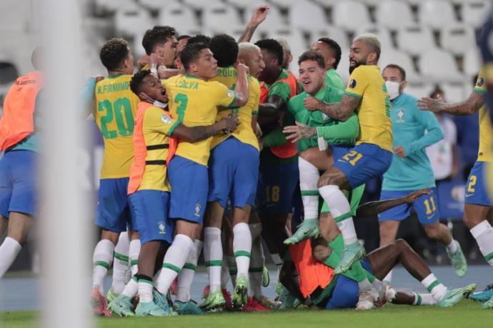 En el centésimo minuto, Brasil rescata la victoria y pasa a cuartos en la Copa América
