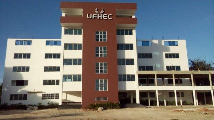 Graduandos 2021 de la UFHEC Romana exigen graduación presencial y reclaman por costo de la misma