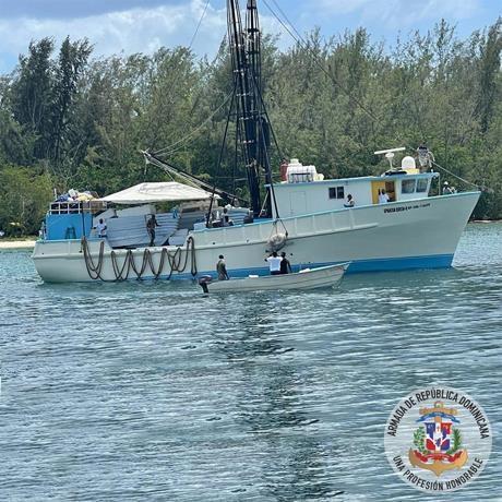 Armada Dominicana informa rescatan a 25 personas tras naufragio próximo a la isla Beata