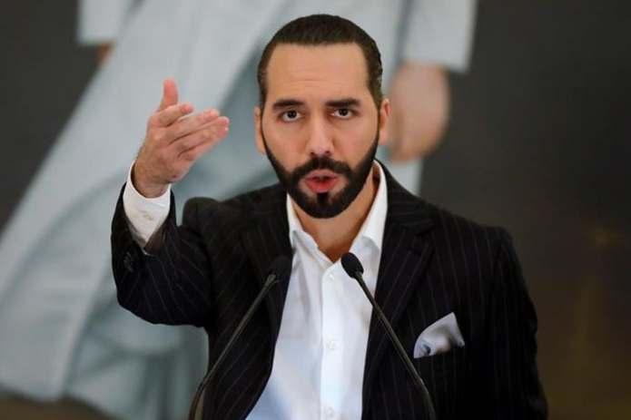 Nayib Bukele escribe en su biografía de Twitter «dictador de El Salvador»