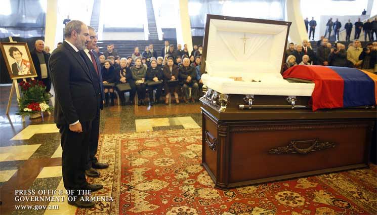 Նիկոլ Փաշինյանը ներկա է գտնվել Յուրի Վարդանյանի քաղաքացիական հրաժեշտի արարողությանը