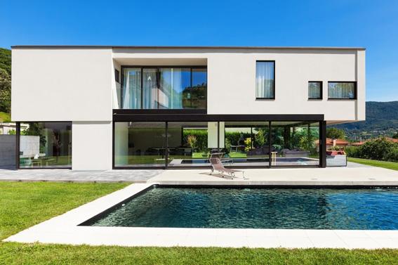 Modernes Gebäude mit Pool