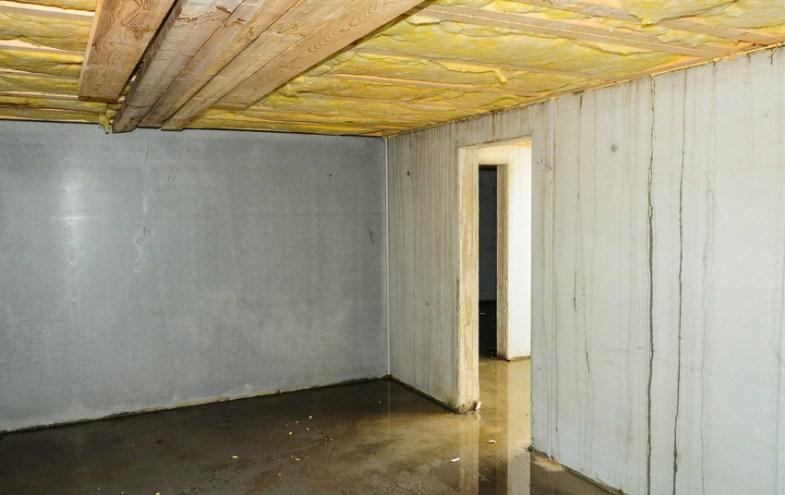 Kellerboden mit Wasser