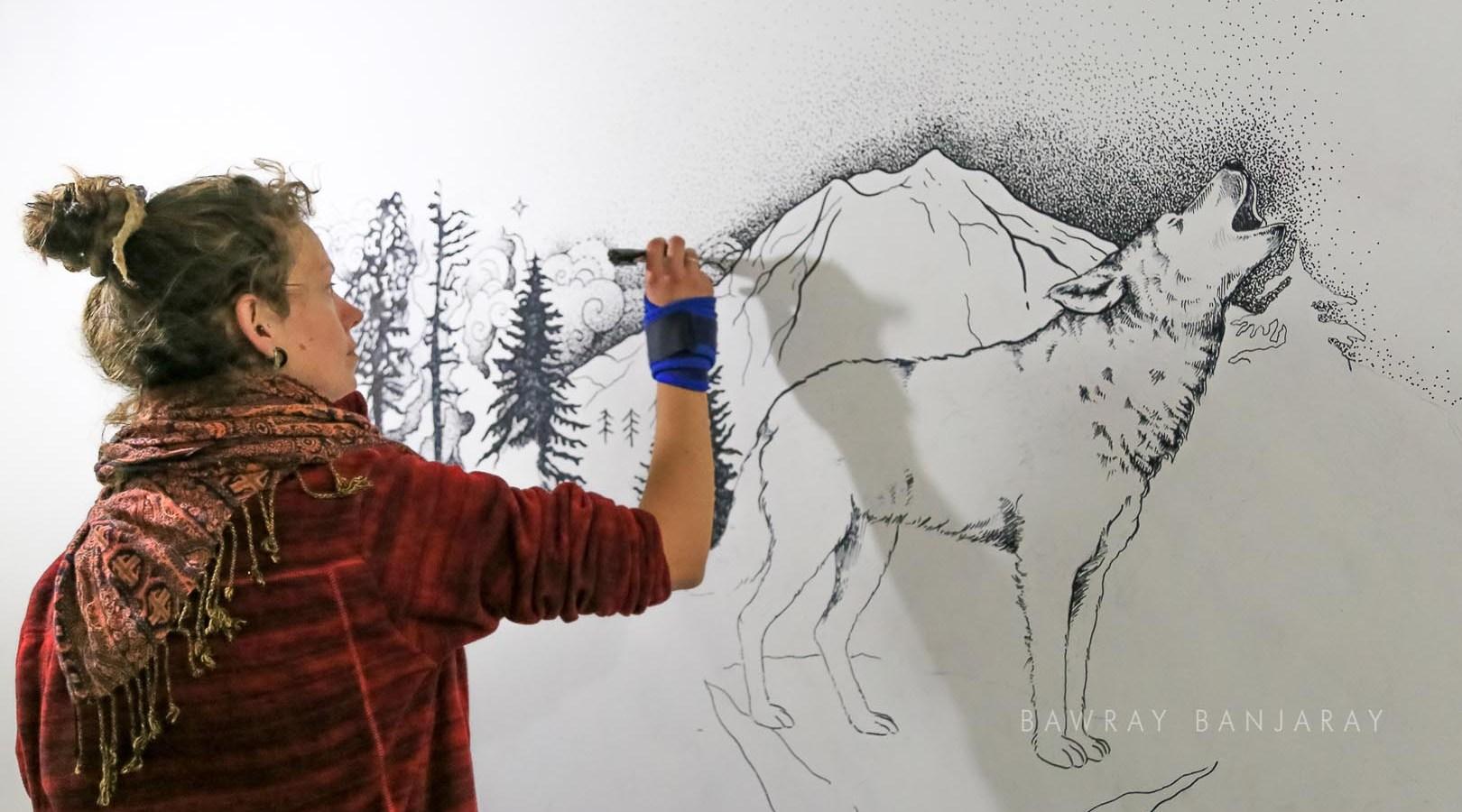 Joana making a wall painting in India with Bawray Banjaray
