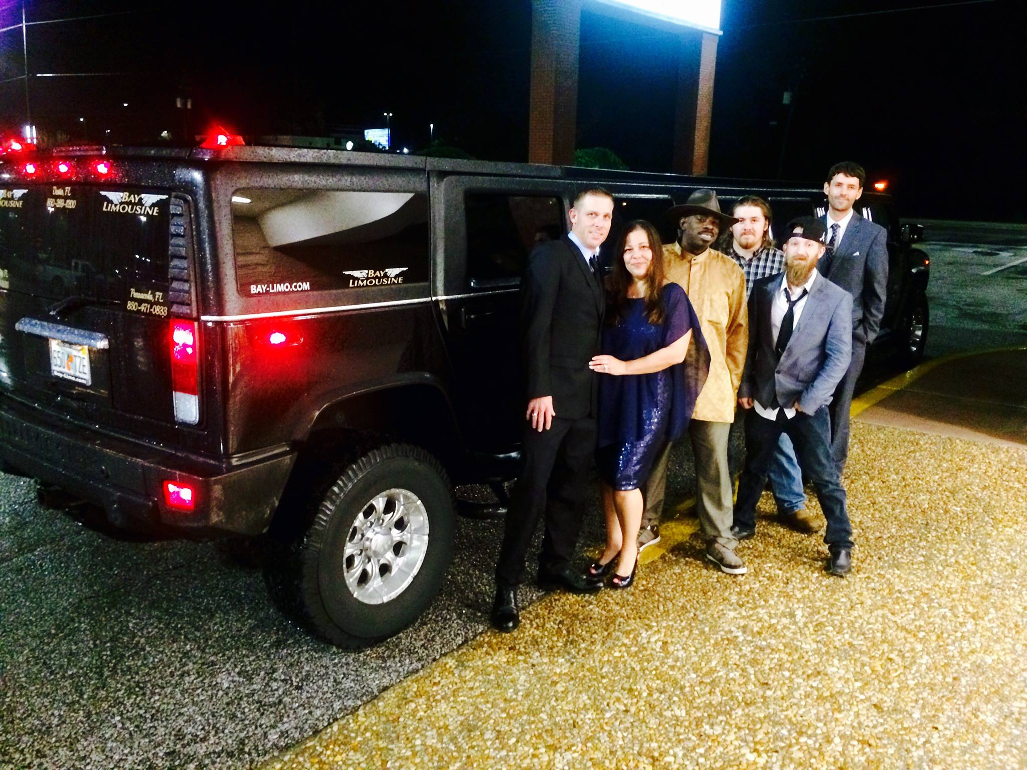 Luxury Stretch SUV Limos VIP Cars & Luxury Charter Busses