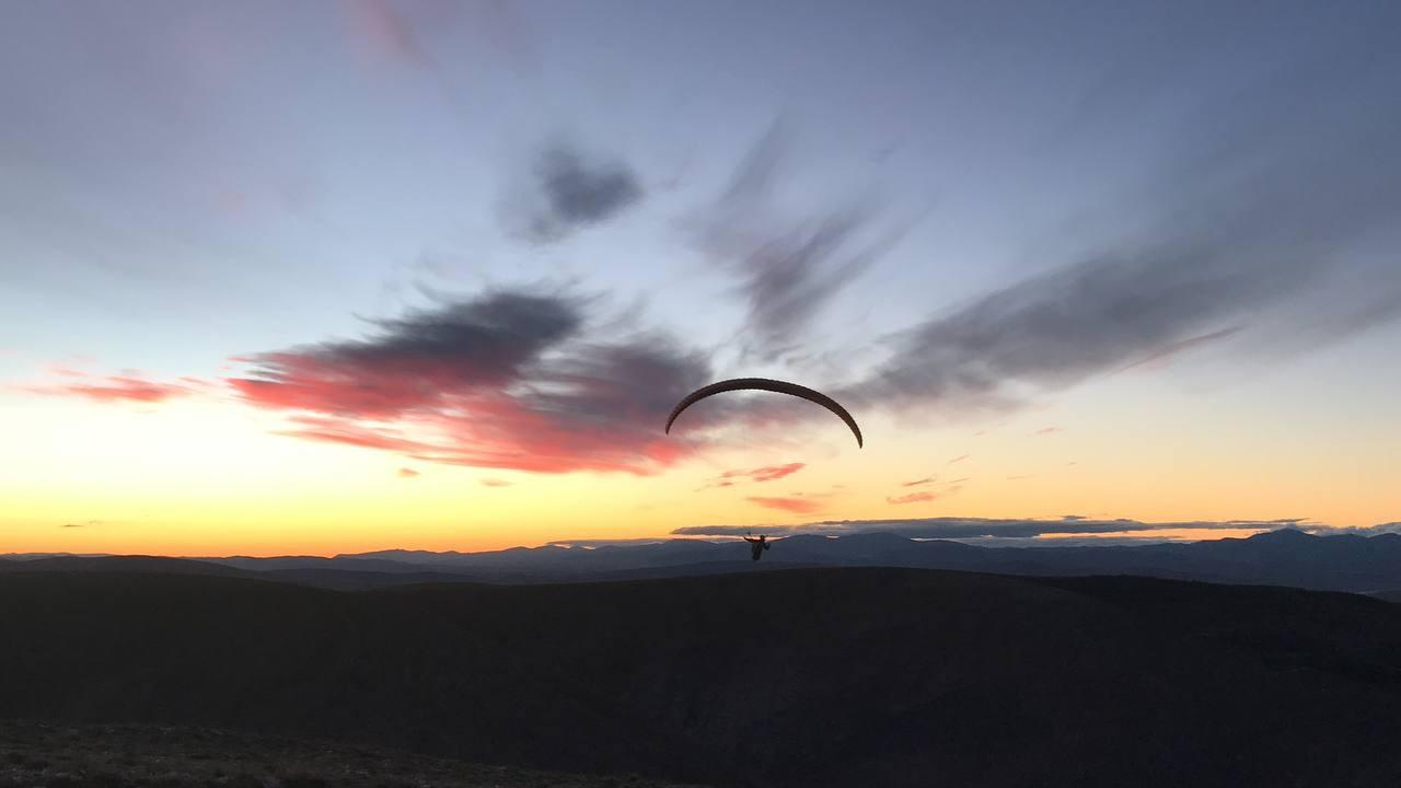 (Özel) Bayburt semalarında uçan yamaç paraşütçüleri drone ile görüntülendi