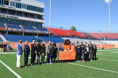 Reese's Donates, Senior Bowl Players Volunteer
