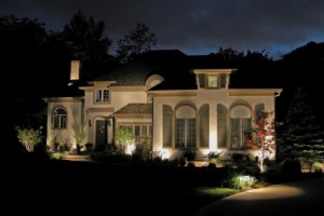 Baylites - outdoor landscape lighting - front of house