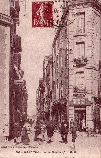Pharmacie Salagoïty à l'angle des rues Bourgneuf et Jacques Laffitte