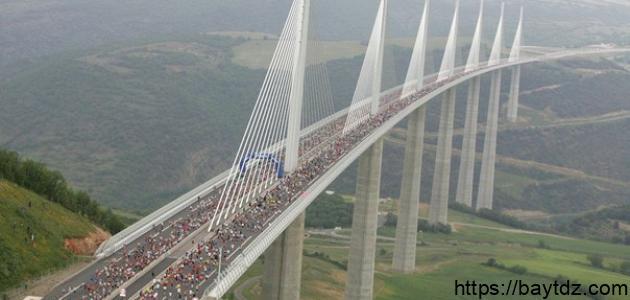 أين يوجد أكبر جسر معلق في العالم