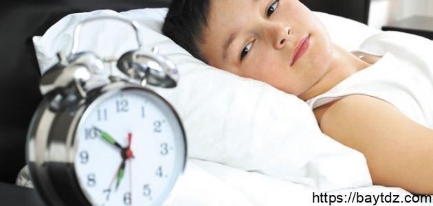 كيف أعود طفلي على النوم مبكراً