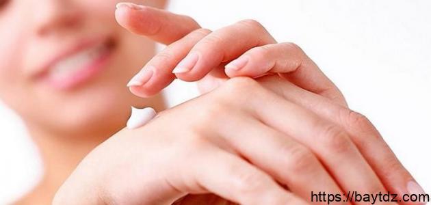 كيفية ترطيب اليدين