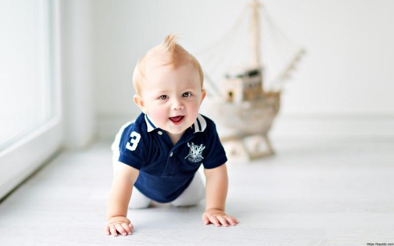 مراحل تطور الطفل من 1 إلى 6 أشهر
