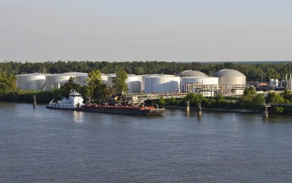 Tankskib VOC seaborne cargo [object object] Time to curb seaborne cargo VOC emissions dreamstime m 21514338 Kopi