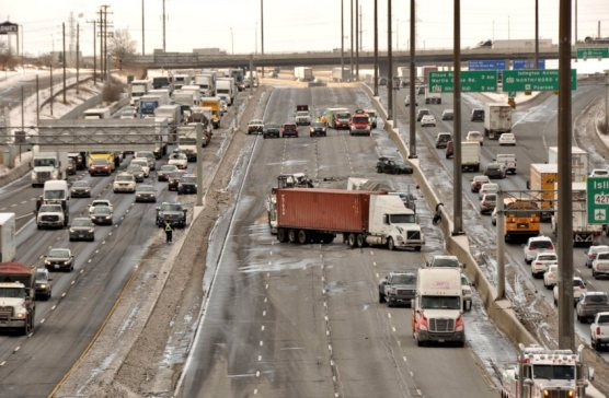 Scary 401 lives up to reputation as trucks tangle at Weston – The