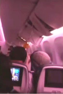 Passengers and flight attendants thrown to the roof of aircraft/City News capture