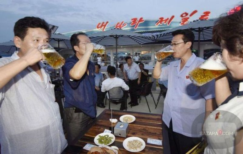 BeerFest_North_Korea_Bazara0(12)