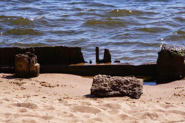 две волны и спокойствия остров