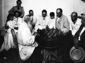 Лев Толстой играет в шахматы