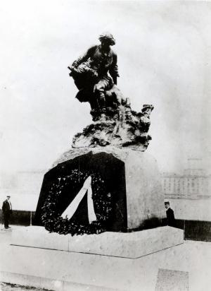 Памятник «Петр I спасает рыбаков в Финском заливе»
