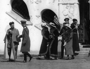 Члены царской семьи после освящения Фёдоровского собора. 21 апреля 1913 г. Царское Село.