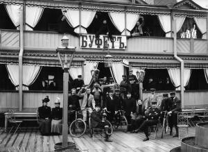 Групповой портрет членов общества велосипедистов (1901)