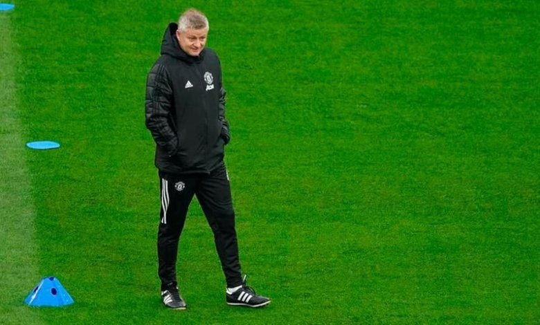 Manchester United's Norwegian manager Ole Gunnar Solskjaer attends a training session on the eve of the Uefa Europa League final between