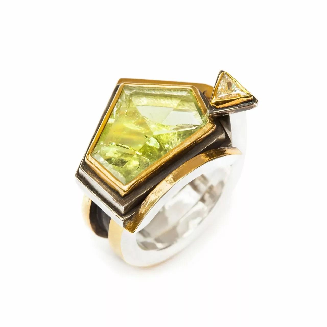 Ring with Beryl and Diamond