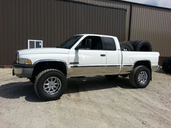 98 12v Quad Cab 5spd, Super B 66, Stage 4 DDPs, Southbend Dual Disk, 5in Straight System Rollin on 35in Truxus STS an Badlands This is a very Nice Truck Tanner!