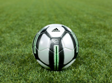 Интеллектуальный мяч от Adidas