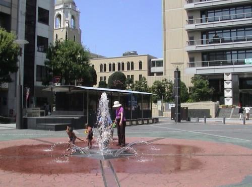 役所前の噴水