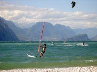 Esportes aquáticos no Lago di Garda, na região de Verona/ Divulgação