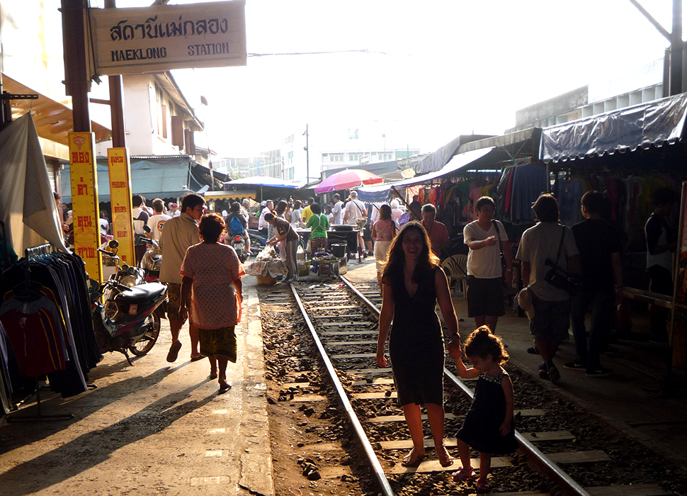 Le Marché de Maeklong-Thaïlande © We Kids Travel