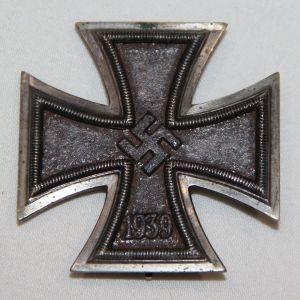 "Q009. WWII GERMAN FIRST CLASS IRON CROSS, HALLMARKED ""1"""
