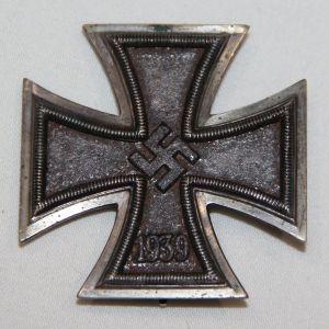 "Q009. WWII GERMAN FIRST CLASS IRON CROSS, HALLMARKED ""1"""